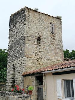 Ancien château à L'Isle-Bouzon