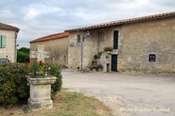 Magnas-centre village2