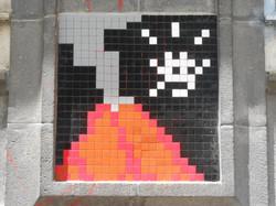 2560px-Space_Invader_-_Rue_d'Assas