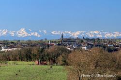 Saint-Clar-le village et les Pyrénées