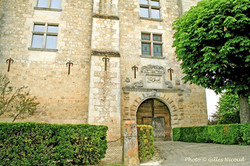 Gramont-château entrée principale-2011-R