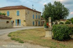 Magnas-centre village