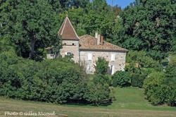 Castéron-maison avec pigeonnier