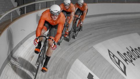Трековый велоспорт: почему гонщики движутся против часовой стрелки?