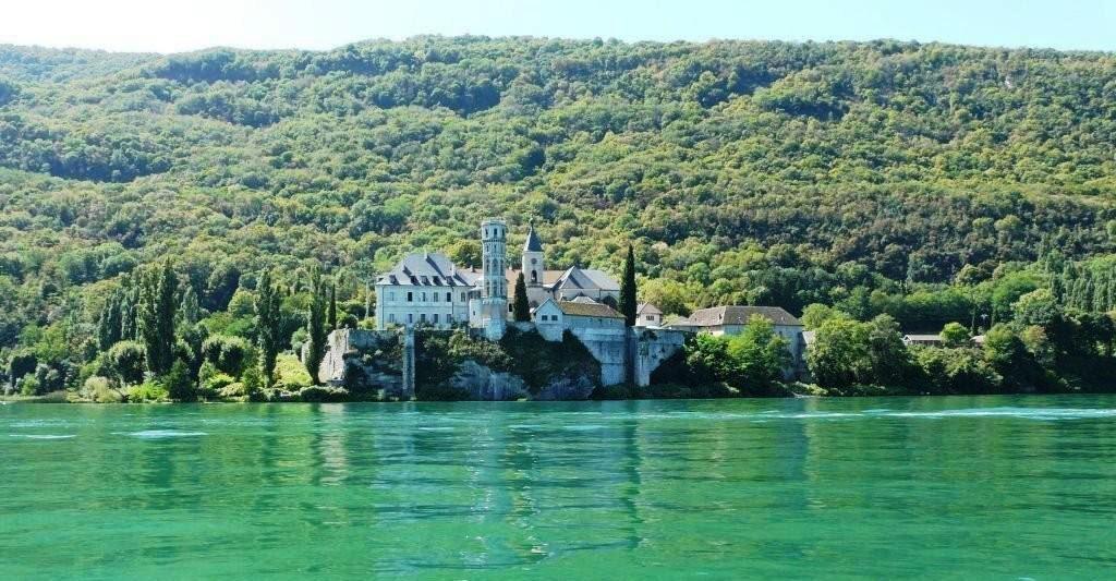 Abbaye de Hautecombe (à 20min)
