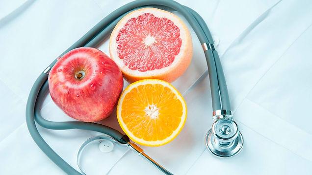 Frutas com estetoscópio
