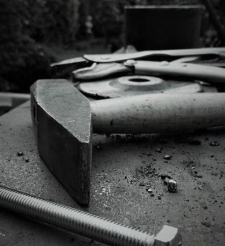 hammer-2358049_960_720.jpg