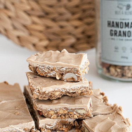 VANILLA PROTEIN & GRANOLA SLICES (VEGAN, REFINED SUGAR FREE) BY APRYL