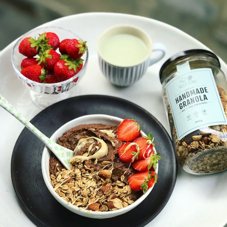 Gesunde Schoko-Mousse Bowl mit Granola Topping by Celine