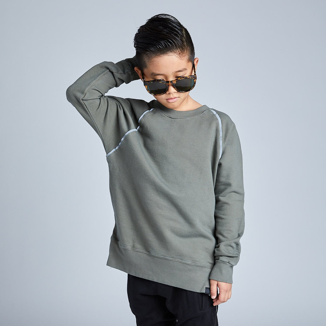greensweatshirt_lookbook_1500x1500_9c4f7
