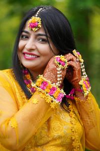 Bride Showing her Mehndi