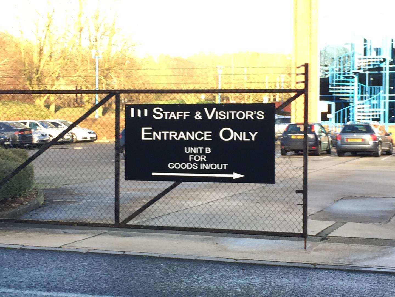 Large external gate sign