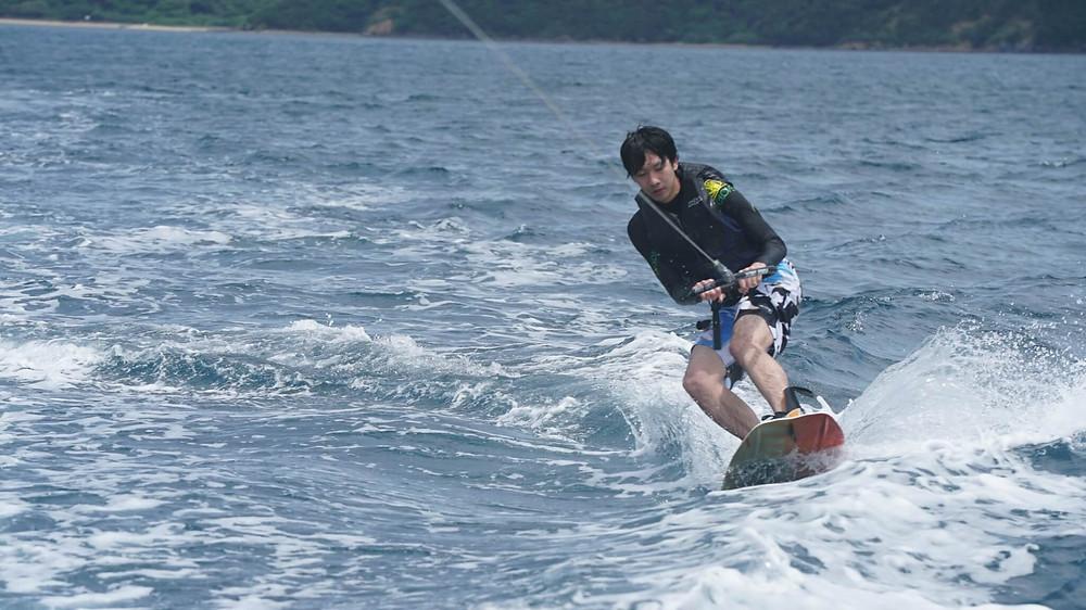 奄美大島のアクティビティ『ダンデライオン奄美』のウエイクボード
