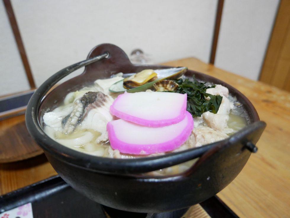 『神鷹』はメニューが豊富!元力士が作るちゃんこ鍋から島料理までを心置きなく堪能できるランチ居酒屋!