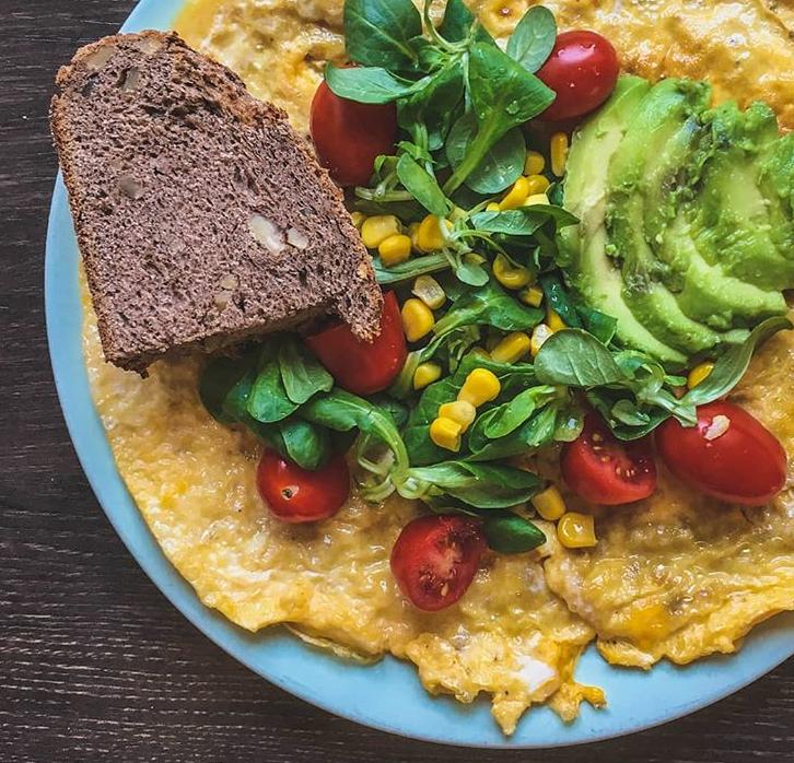 Obrok z jajci, jajca z zelenjavo, jajčna omleta z zelenjavo