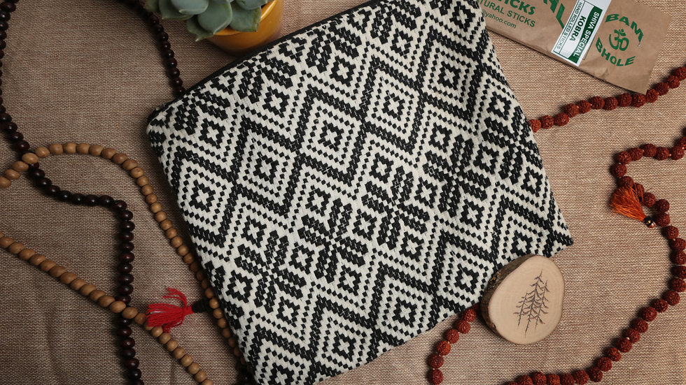 Large Size Geometric Woven Pouch