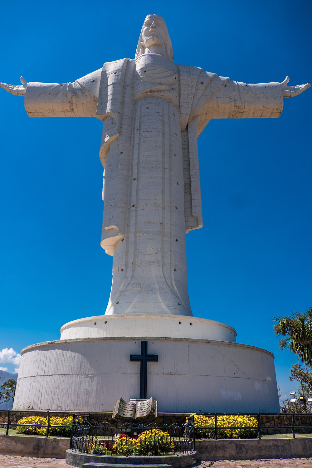 Jesus statue in Cochabamba - Picture by AvVida.co.uk