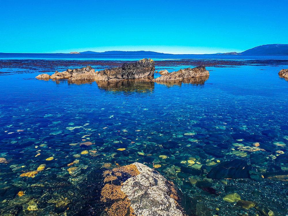 Stunningly clear and still water on the Beagle Channel - AvVida.co.uk