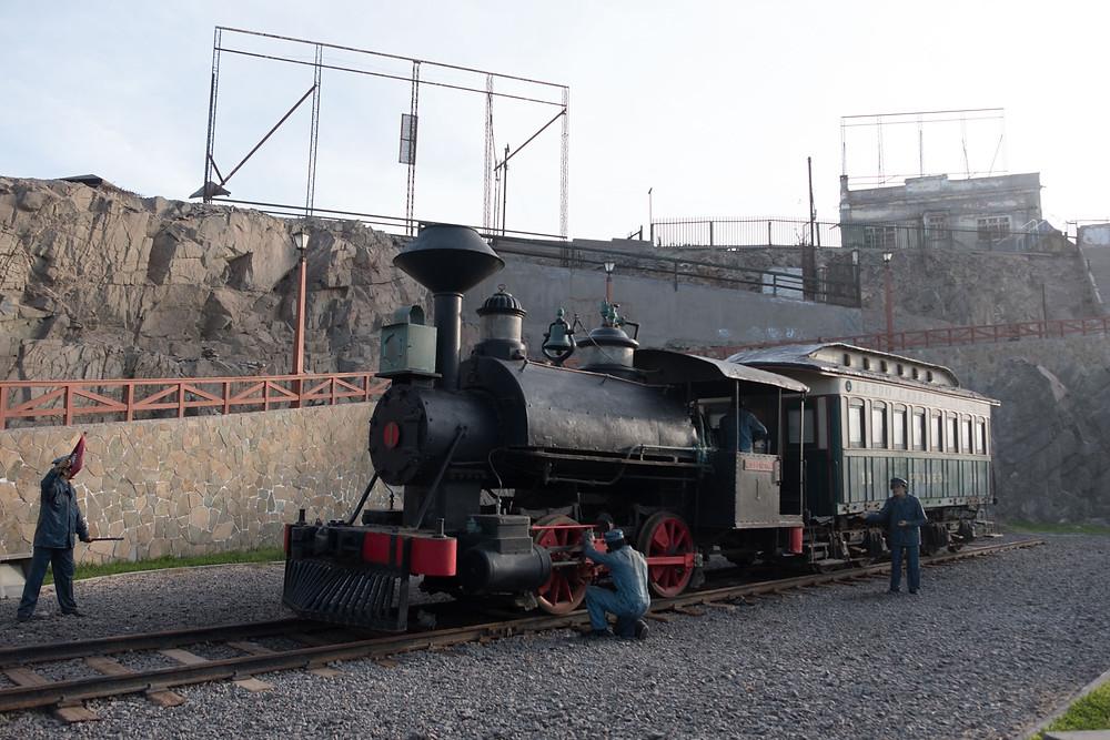 Old steam train Mollendo, Peru - AvVida.co.uk