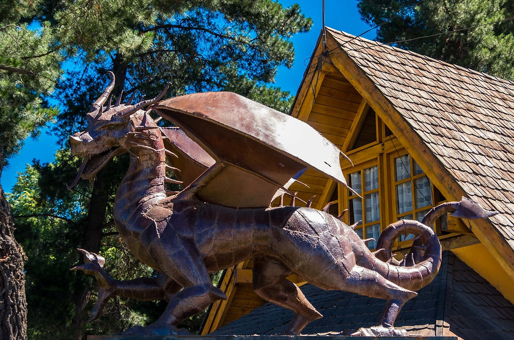 Draig Coch (Welsh Dragon) sculpture, Trevelin, Patagonia - AvVida.co.uk