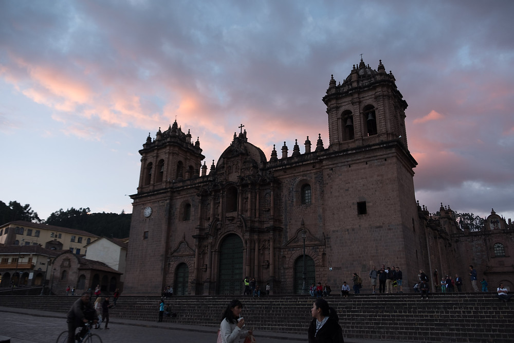 The main church in Cusco plaza.  AvVida.co.uk. Photo by Suzie Bostock.