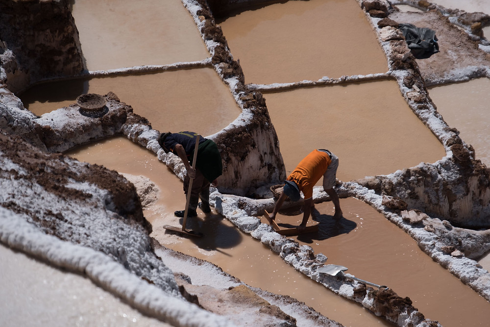 Some locals working on their salt pan at Salineras de Maras.  AvVida.co.uk. Photo by Suzie Bostock.
