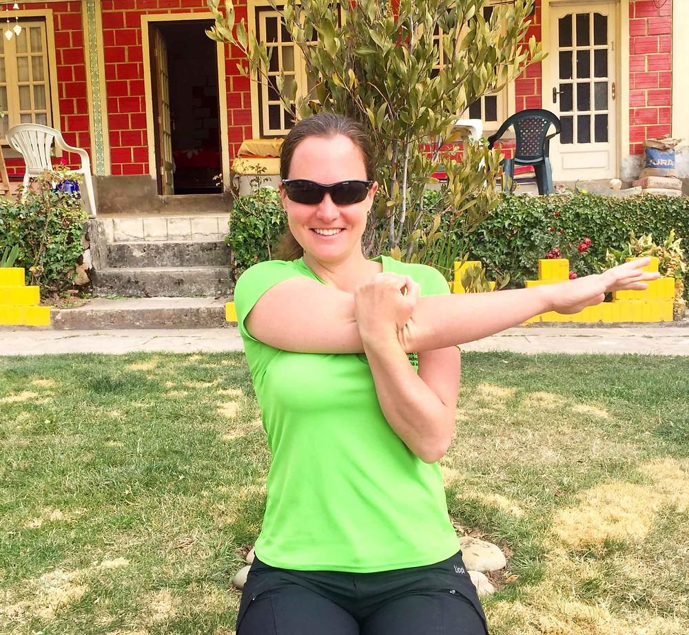 Horizontal adduction / posterior shoulder stretch. Good alternative to sleeper stretch. AvVida.co.uk - Suzie Says...