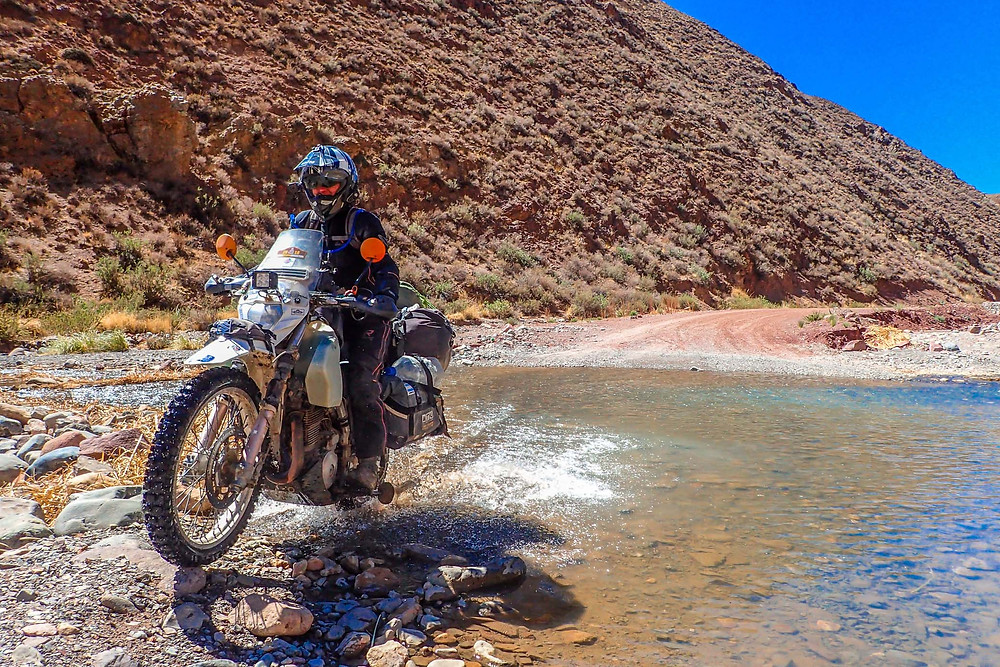 Suzie river crossing in Argentina - AvVida.co.uk