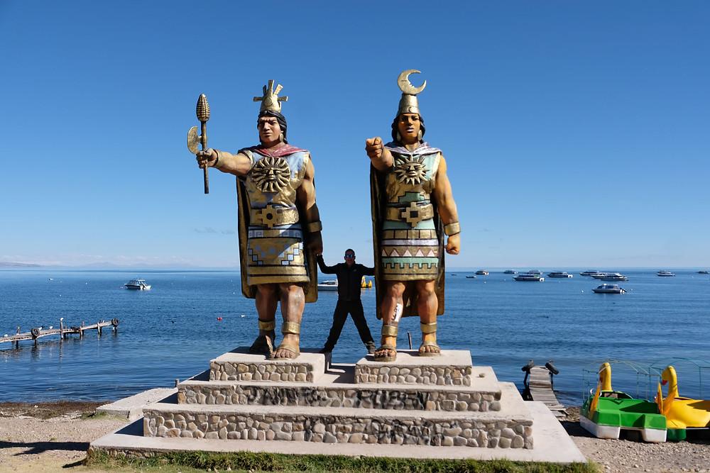 Statues Copacabana on shore of lake Titicaca - AvVida.co.uk