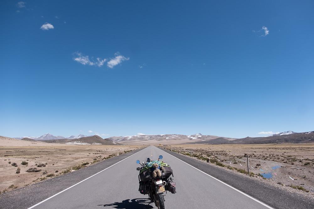 Looooong straight road! - AvVida.co.uk