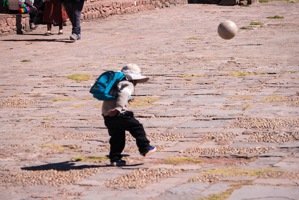 Kid kicking a ball - AvVida.co.uk