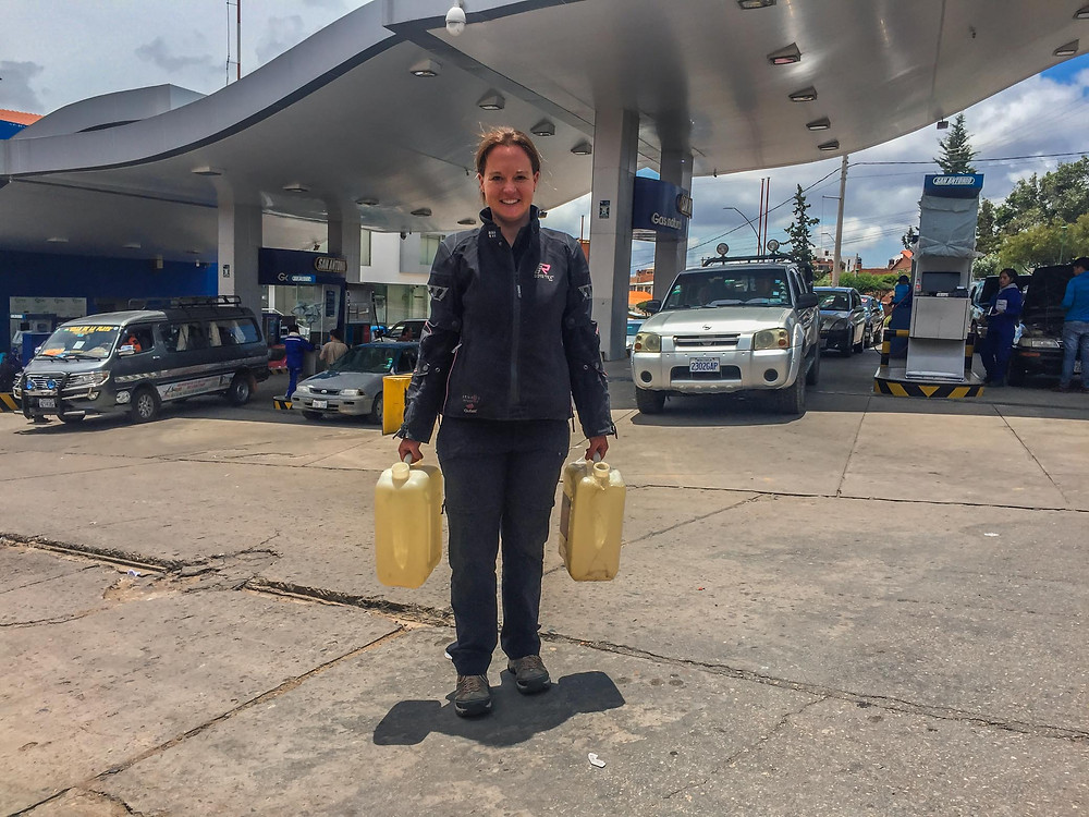 Getting fuel from one gas station in Sucre - AvVida.co.uk