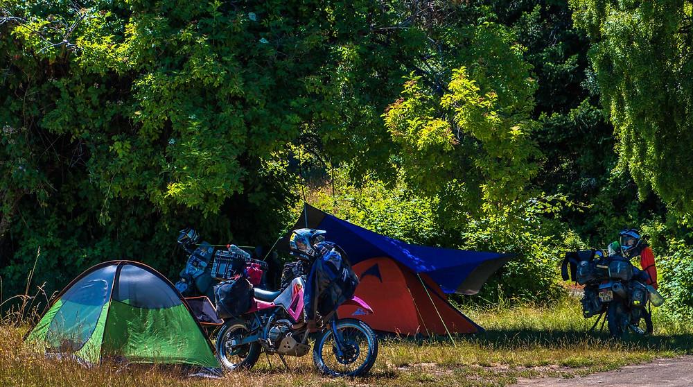 Camping beside Lago Futalaufquen in Camping Agreste Cascada Irigoyen, Parque Nacional Los Alerces, Patagonia - AvVida.co.uk