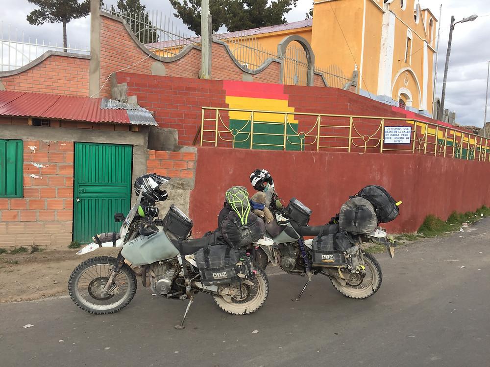 The bikes at the Bolivian border, Copacabana - AvVida.co.uk