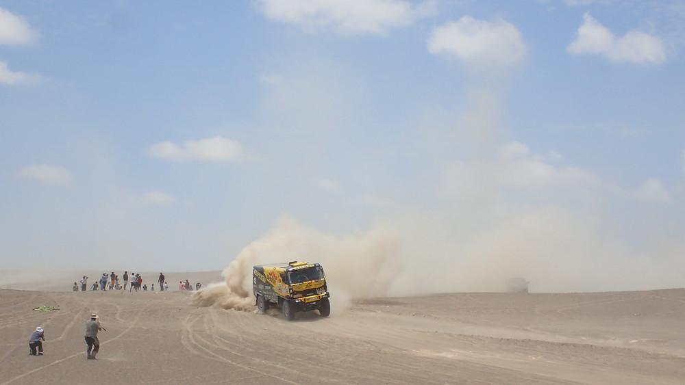 Dakar 2018 truck gunning it