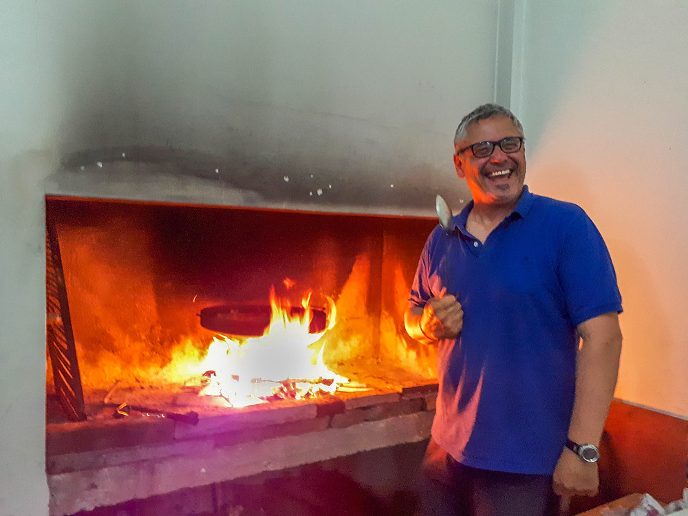 Eduardo cooking an awesome BBQ feast in El Calafate - AvVida.co.uk