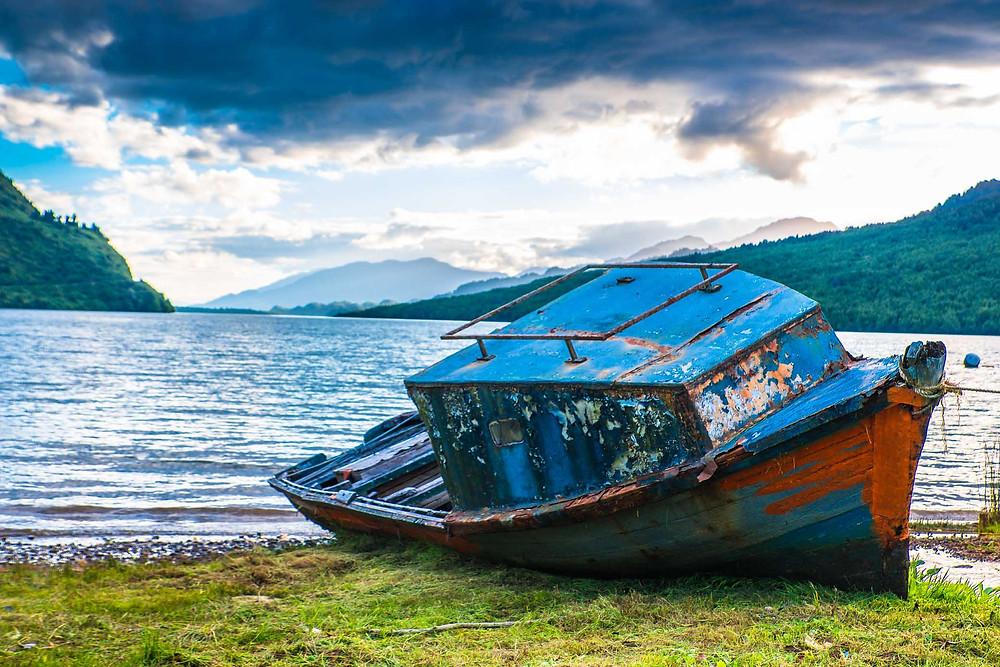 Dilapidated boat lakeside in Puyuhuapi - AvVida.co.uk