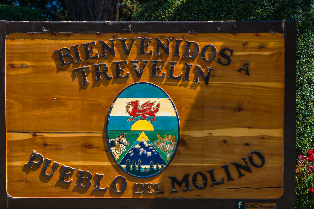 Trevelin Welcome Sign, Patagonia - AvVida.co.uk