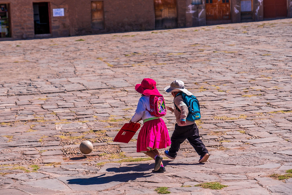 Kids playing football - AvVida.co.uk