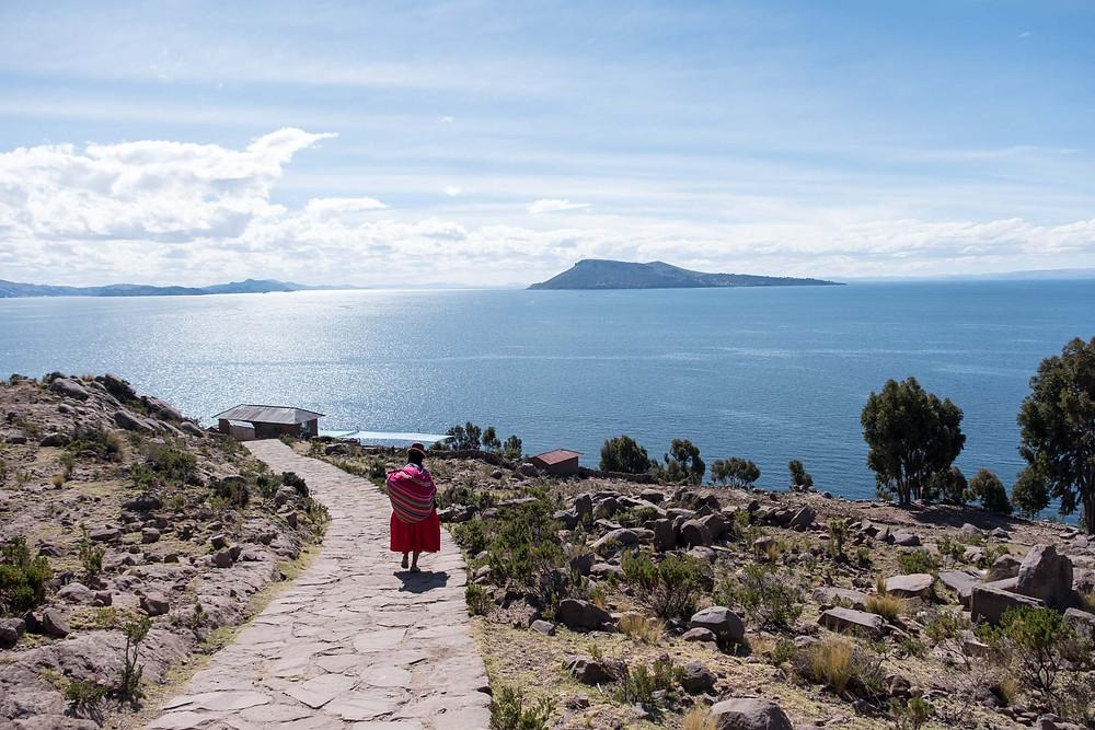 Stunning Lake Titicaca and local lady - AvVida.co.uk
