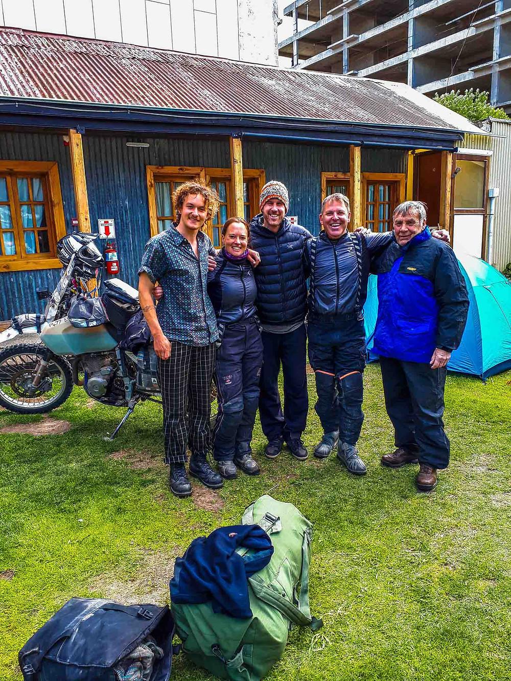 Back at 'Lo de Momo's' - Simon (Oz), Suzie, Paul (Canada), Kelvin and Gary (USA) - AvVida.co.uk