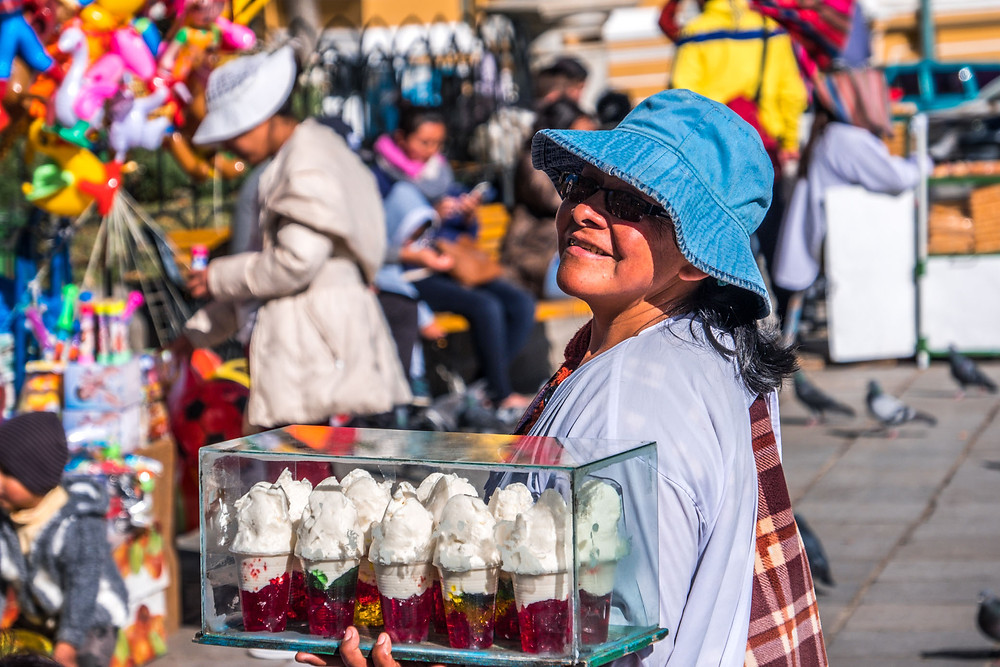 Smiling Bolivian lady selling ice creams - AvVida.co.uk