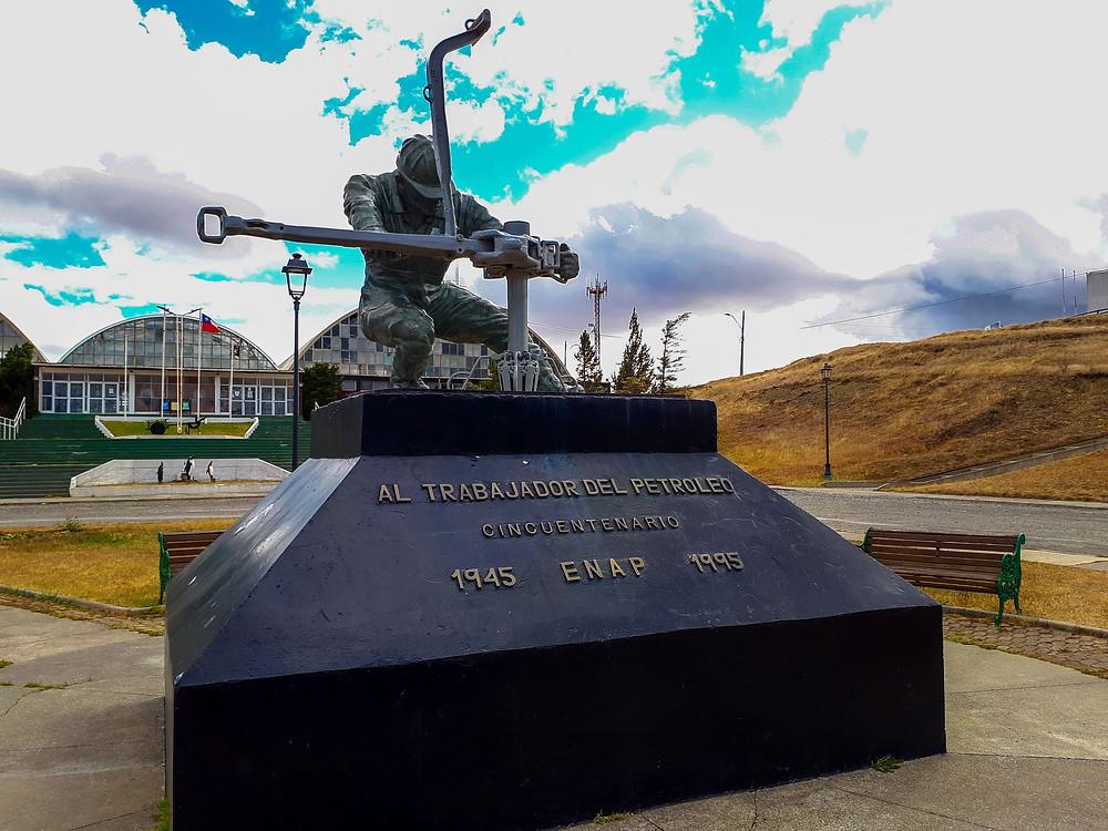 Petroleum workers Statue in Cerro Sombrero - AvVida.co.uk