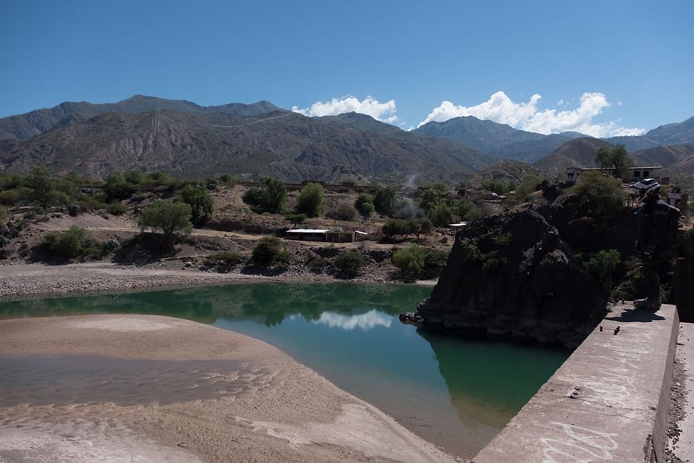 A lovely blue river in Peru Sierra's - AvVida.co.uk