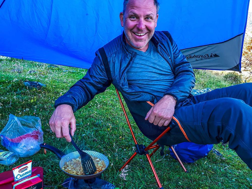 Kelvin preparing our camp curry for dinner - AvVida.co.uk