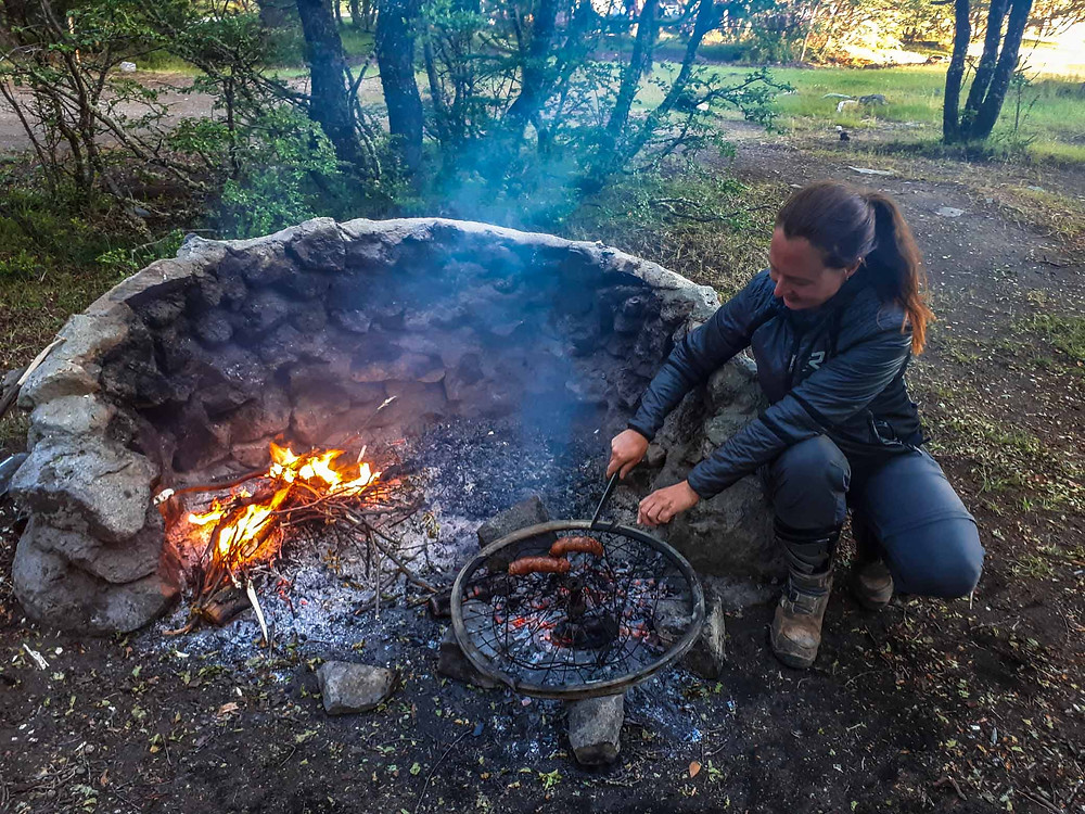 Cooking our New Years Day BBQ on an old bicycle wheel at Lago Aluminé - AvVida.co.uk