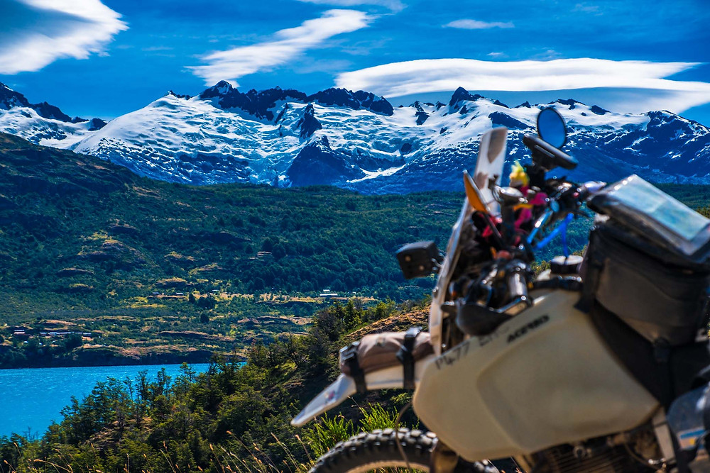 Stunning mountain views on the way back from Puerto Guadal towards the Carretera Austral - AvVida.co.uk