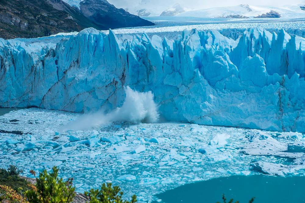 Ice falling at Perito Moreno Glacier, El Calafate - AvVida.co.uk