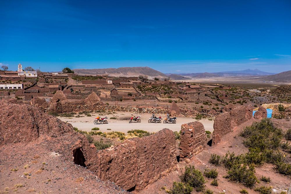 A very old town in rural Bolivia - AvVida.co.uk