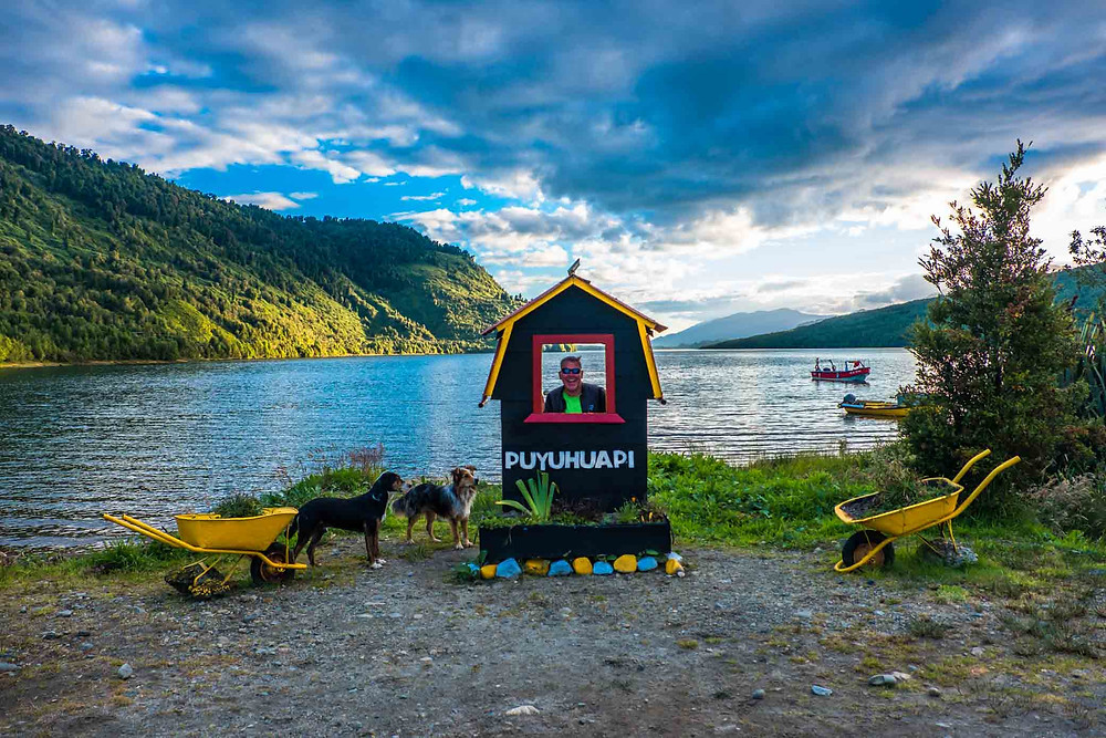 Kelvin attracting the locals again, Lakeside in Puyuhuapi - AvVida.co.uk
